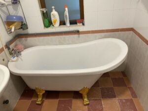 bon tam chan rong 1 300x225 - [HÌNH THẬT TẾ] Bồn tắm chân rồng 1m5 tại nhà khách