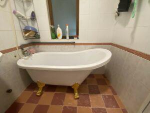 bon tam chan rong 2 300x225 - [HÌNH THẬT TẾ] Bồn tắm chân rồng 1m5 tại nhà khách